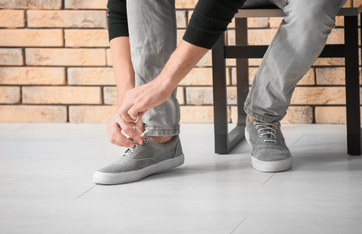 How Long After Hip Replacement Can I Tie My Shoes? (A Comprehensive Guide)