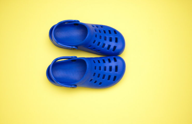 How to Shrink Crocs If They Are Too Big? ( 5 Easy Steps)